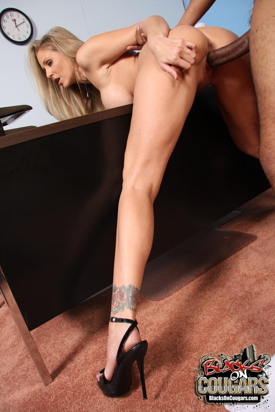 Сексуальные секретарши отрабатывают 21 фотография
