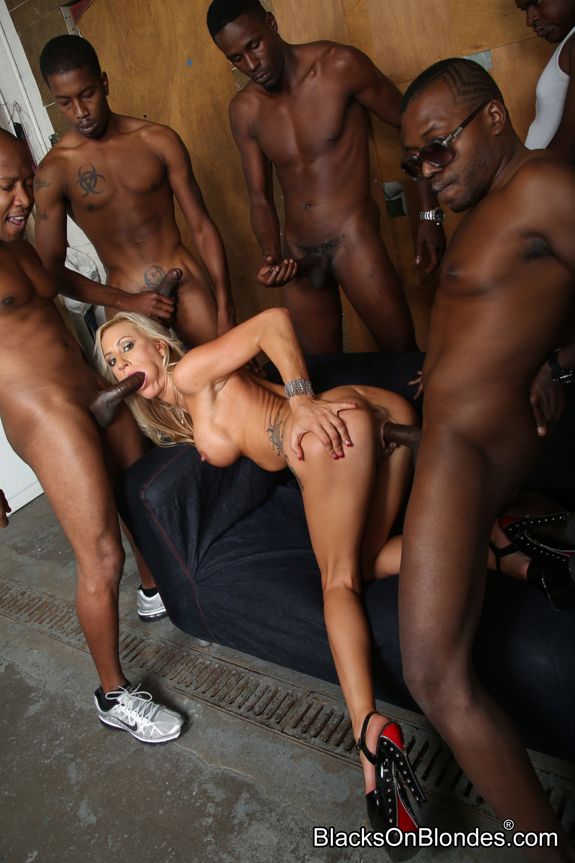 попыталась бляди секс групповой негры обломала