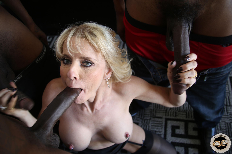 Blonde British Houswife Porn
