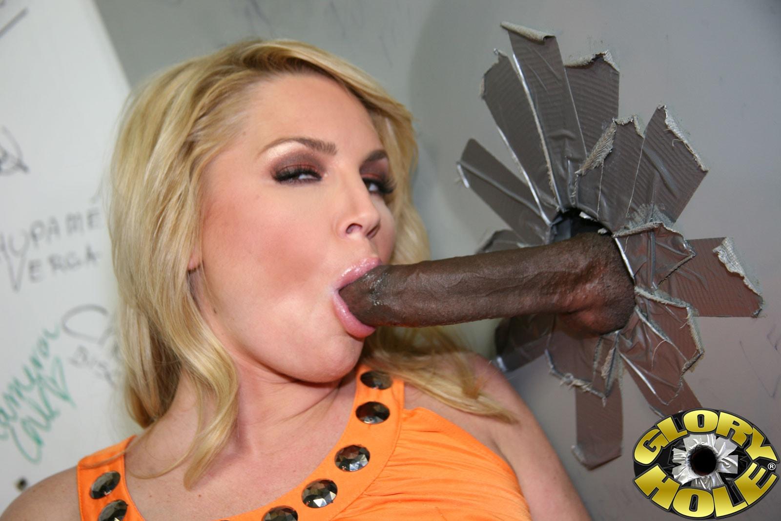 Pornstar flower tucci loves sticking black cock in her butthole