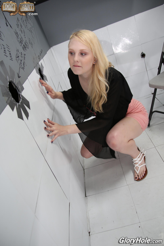 sophie-gloryhole-sex-comic