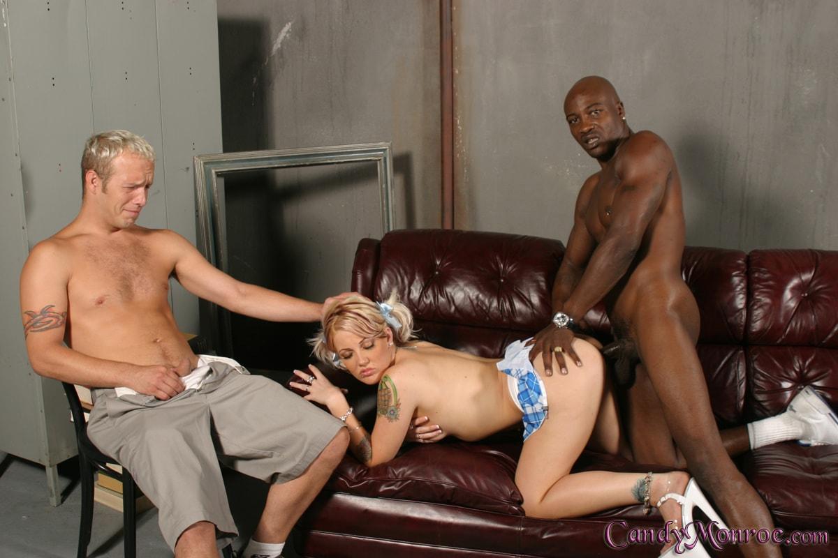 Жена блондинка болшми сискатый жене трахает негром при муже