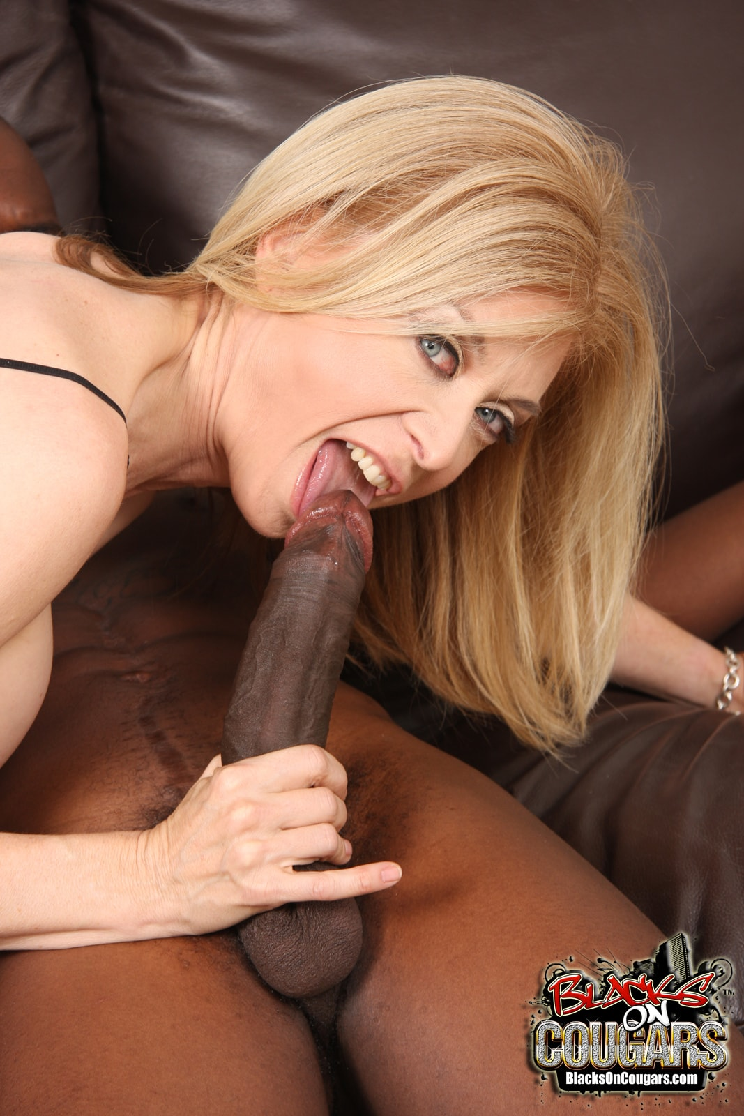 Hussy momma nina hartley blows big black cock